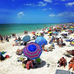 A picture of a crowded day on Fort Myers Beach.